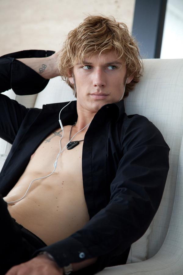 Alex Pettyfer Sexy