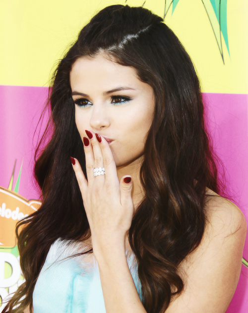 Selena Gomez blowing kiss